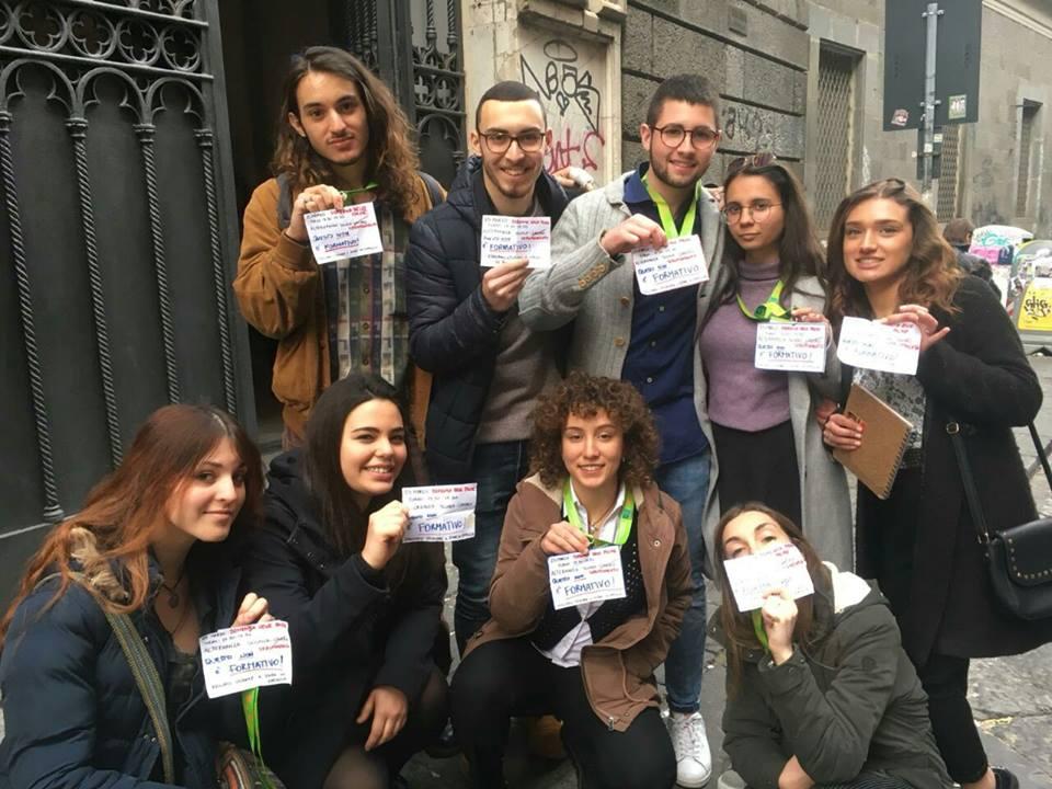 Napoli, clamorosa protesta studentesca contro l'alternanza scuola lavoro