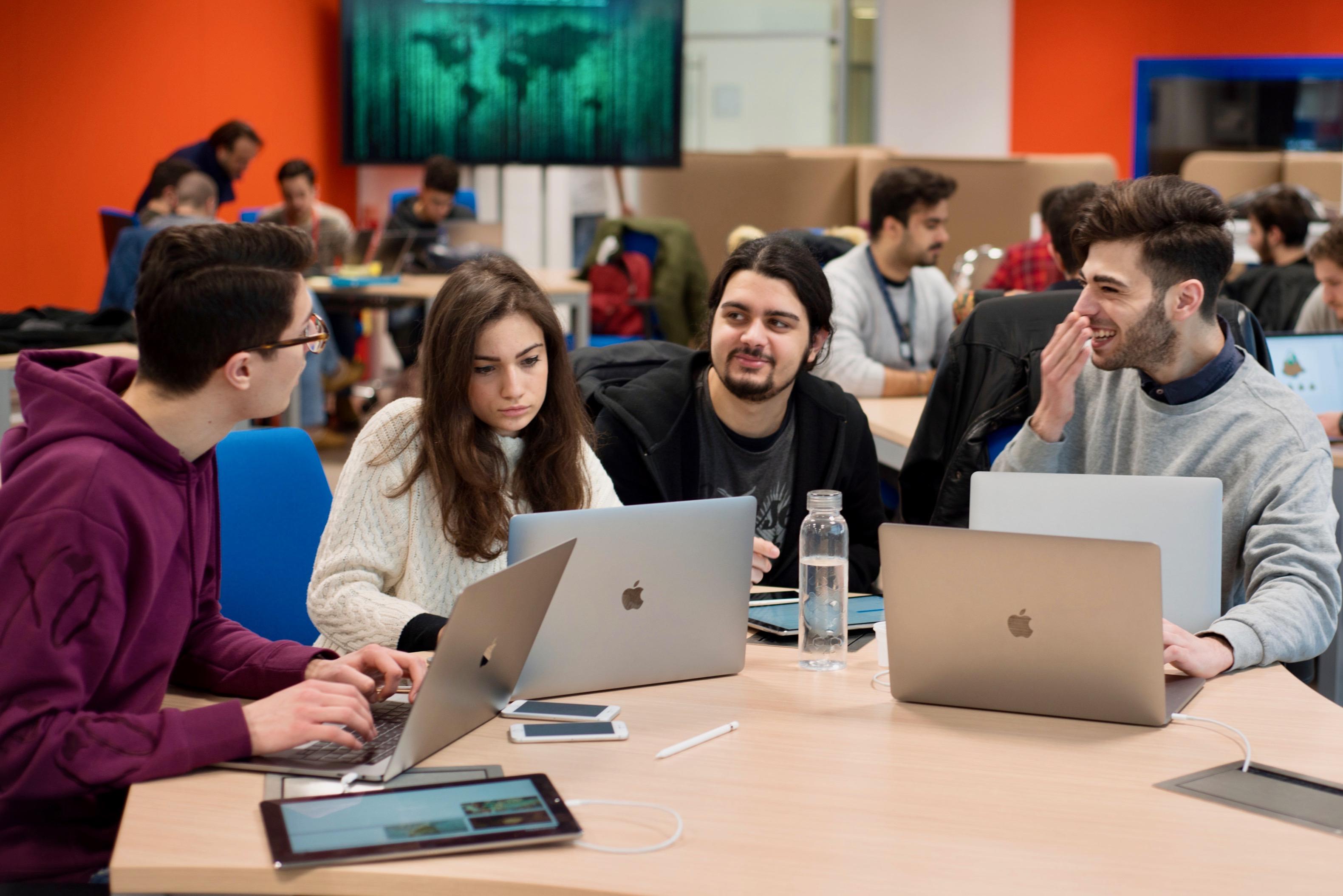 Napoli, nuovo bando apre le selezioni alla Apple Developer Academy di Napoli