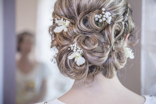 Campania, truccarsi e pettinarsi per il matrimonio costa 420 euro