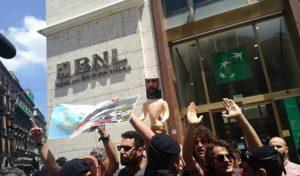 Banchetti Lega-M5S, contestazione a Napoli