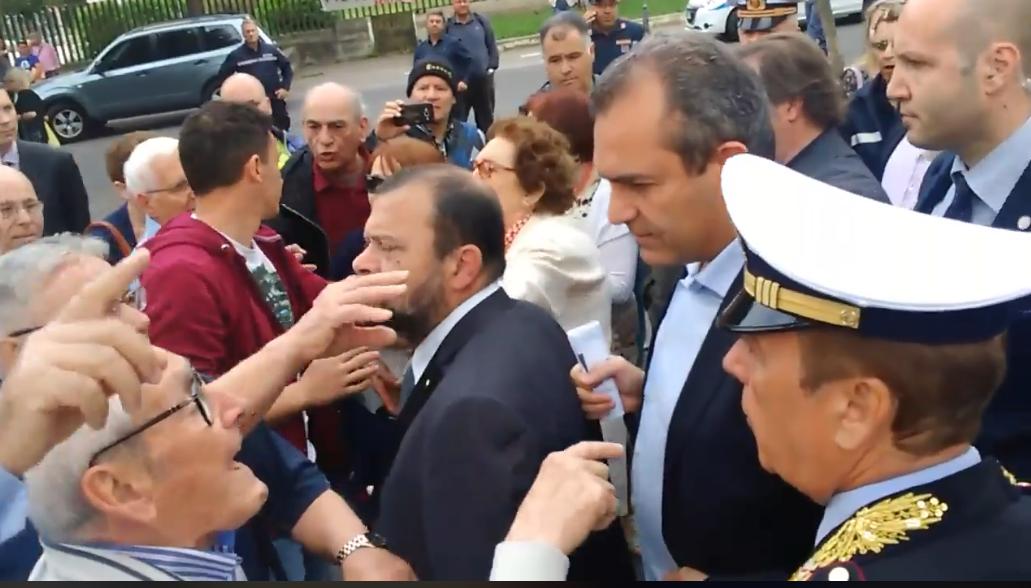 Napoli, le piazze di maggio contro il sindaco de Magistris