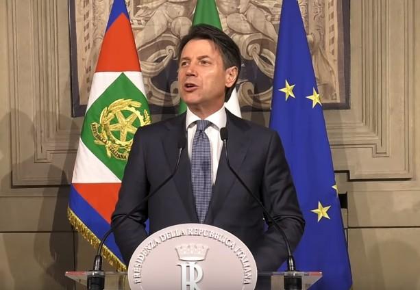 E gli italiani che si incazzano: Conte infuriato con Macron