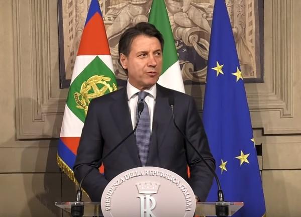 Svolta governo: Savona cambia poltrona, Conte pronto all'incarico bis