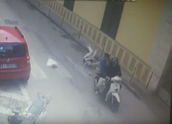 Frattamaggiore, donna rapinata e trascinata a terra: due fermi