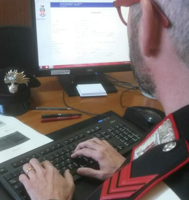 Pittrice napoletana insultata su Facebook, denunciate 12 persone