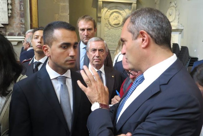Napoli, de Magistris annuncia dialogo con M5S ma Fico smentisce