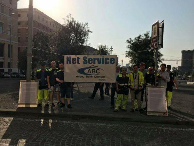 Napoli: I lavoratori Net Service-Abc protestano davanti al Comune
