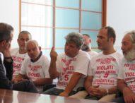 Napoli, de Magistris incontra i cinque operai licenziati dalla Fiat