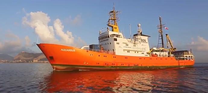 Governo, chiusi i porti a nave con 600 migranti: è scontro. De Magistris attacca Salvini