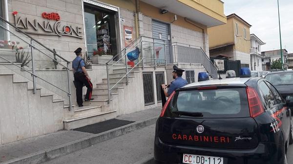 Casandrino, rapinatore spara colpi di pistola in un bar: catturato