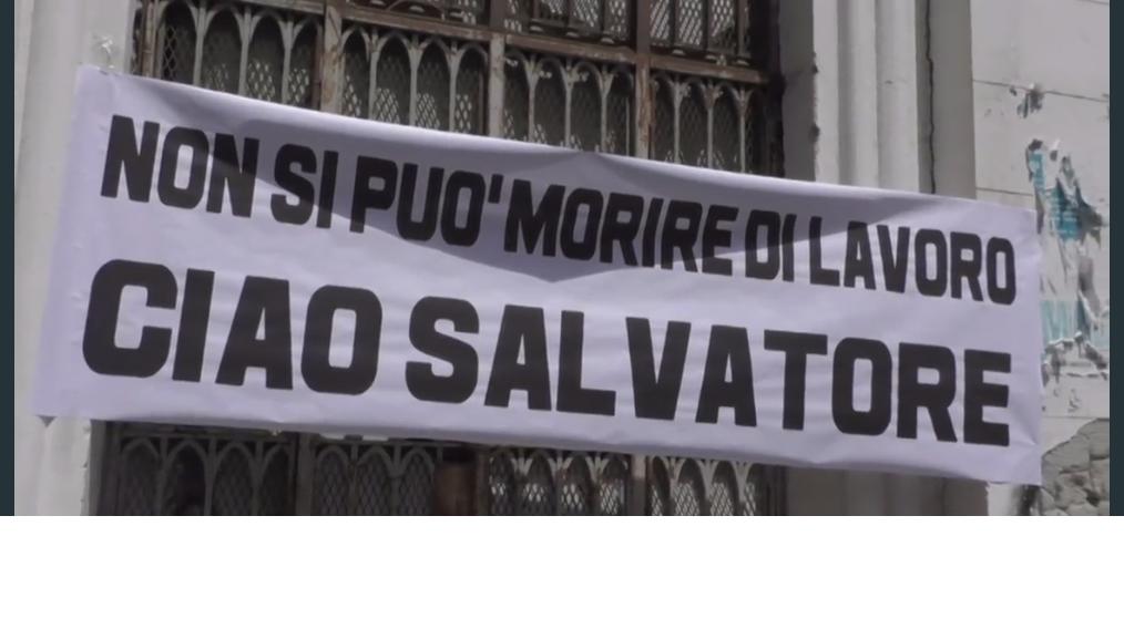Napoli: in migliaia ai funerali di Salvatore, assente il sindacato