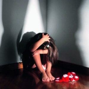 Tenta di violentare la sorellina in manette 16enne