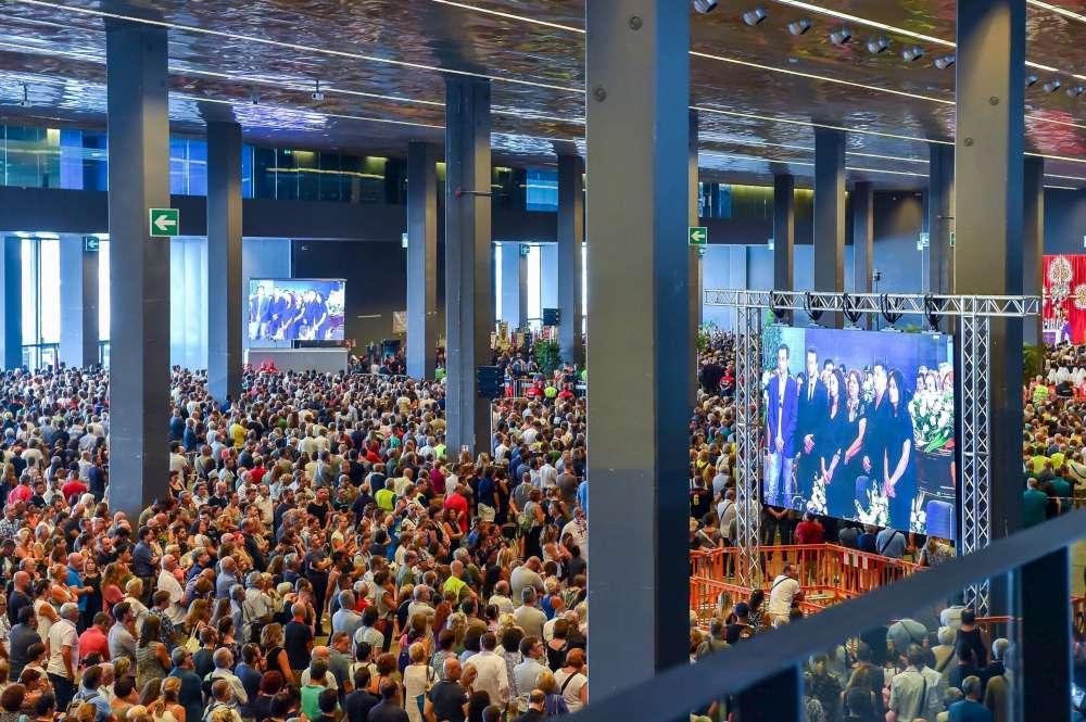 Genova, funerali vittime del Ponte: contestati esponenti Pd, applausi per il governo