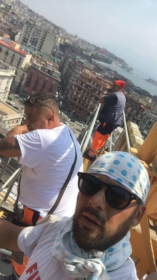 Napoli, Piazza Municipio:  3 operai edili sulla Gru per il lavoro e la dignità
