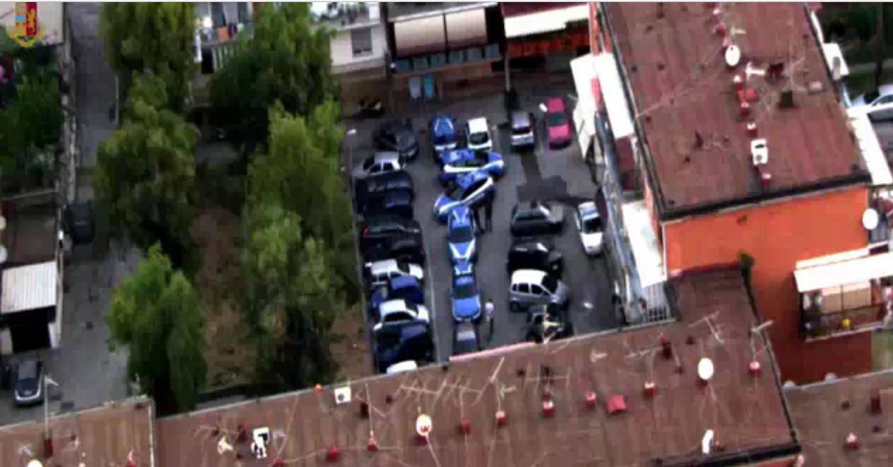 Napoli, Rione Traiano: Blitz Polizia, scoperta base operativa spaccio droga, 6 arresti