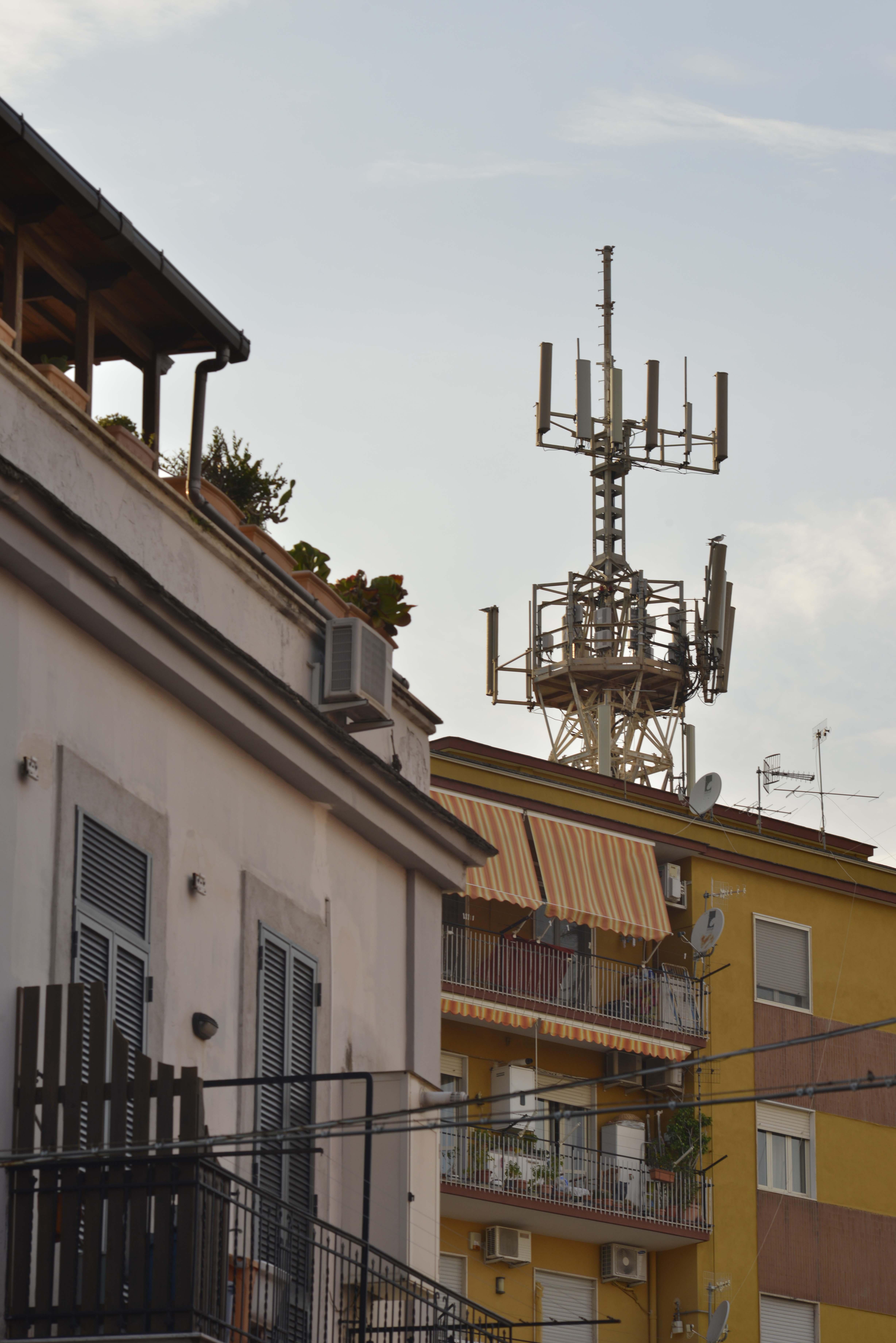 Pompei, il Comune vieta installazione ripetitori 5G
