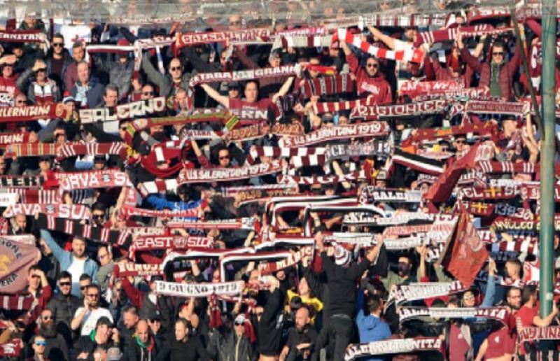 Salernitana in campo a San Matteo, il dilemma dei tifosi: derby o processione?