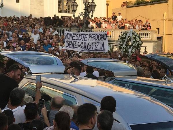 """Crollo Ponte, il papà di una vittima: """"Subito un monumento a Torre del Greco"""""""