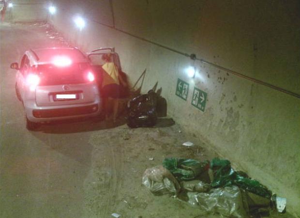 Pozzuoli: sversano rifiuti in un tunnel, denunciati e multati