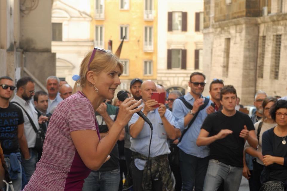 A Roma si candida a sindaco Micaela,l'autoferrotranviere licenziata da Virginia Raggi