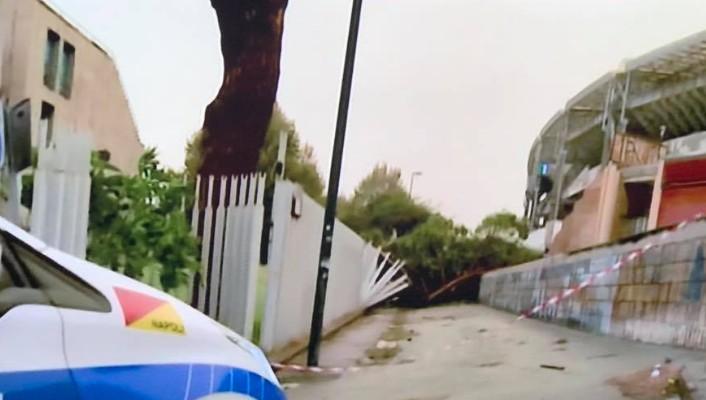 Maltempo a Napoli, 21enne ucciso da albero caduto a Fuorigrotta