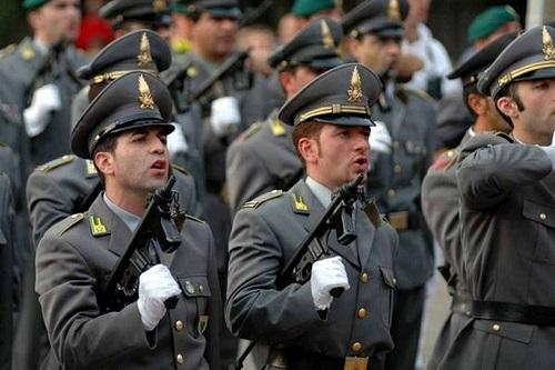 La Guardia di Finanza recluta tre allievi