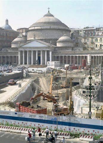 Napoli, cantiere linea 6 a piazza Plebiscito: Il Comune contestato dai cittadini