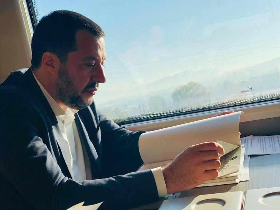 """Salvini arriva a Napoli e attacca De Magistris: """"Parla tanto,  dice tutto e il contrario di tutto"""""""