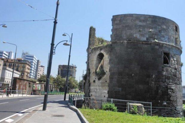 Napoli,  il restauro delle Torri Aragonesi nell'occhio del ciclone: duro intervento di Muscarà(M5S)