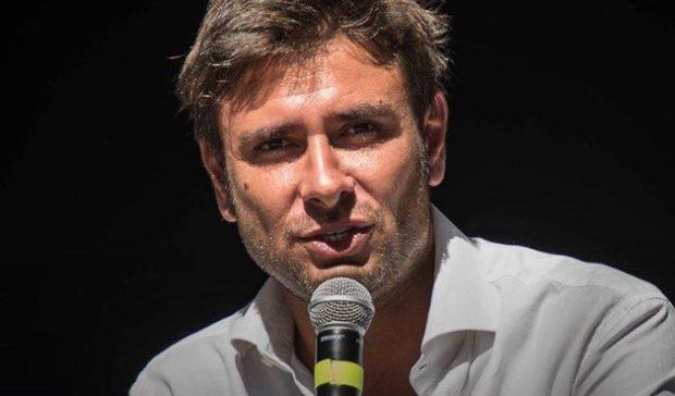 """Caso Di Maio sr, Di Battista: """"Renzi e la Boschi hanno la faccia come il culo"""""""