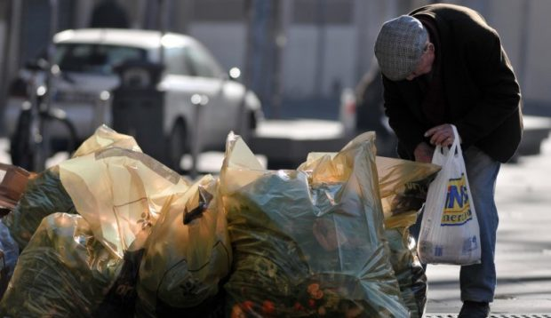 Napoli, 2 mila senza casa senza cibo e multati