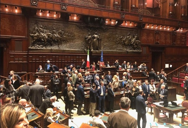 Prescrizione, accordo M5s-Lega. Pd-Fi contro la riforma: bagarre alla Camera