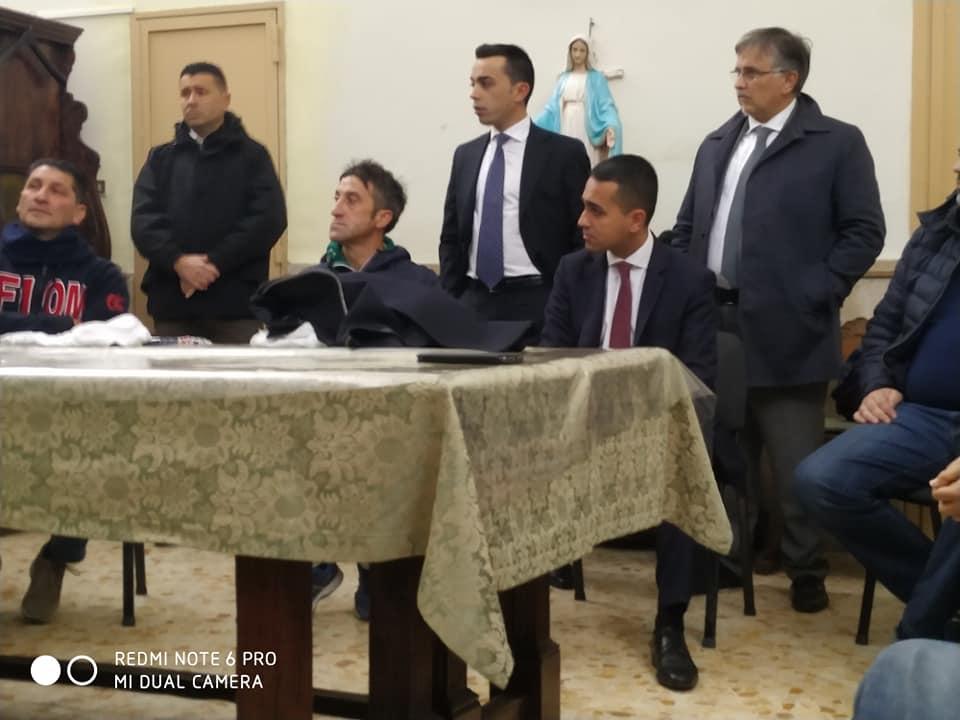 Pomigliano d'Arco, disoccupati e operai incontrano Di Maio