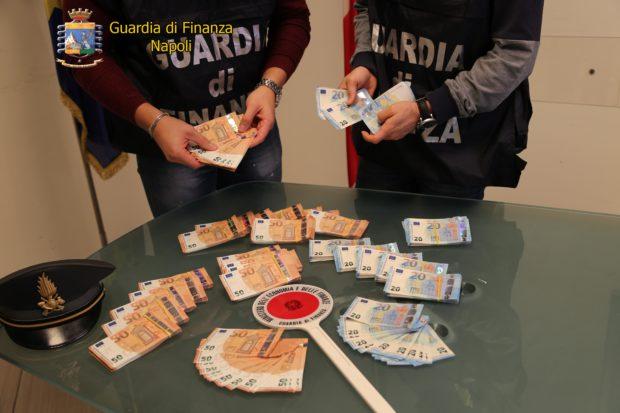 Napoli, scoperte oltre 60 mila euro di banconote false