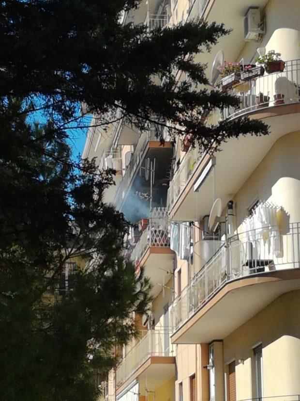 Salerno: incendio in via Pio XI, paura per i residenti