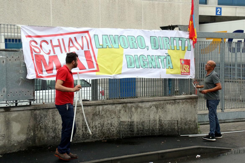 """Avellino, assemblea dei lavoratori degli appalti: """"Schiavi mai, pensavano di essere intoccabili"""""""