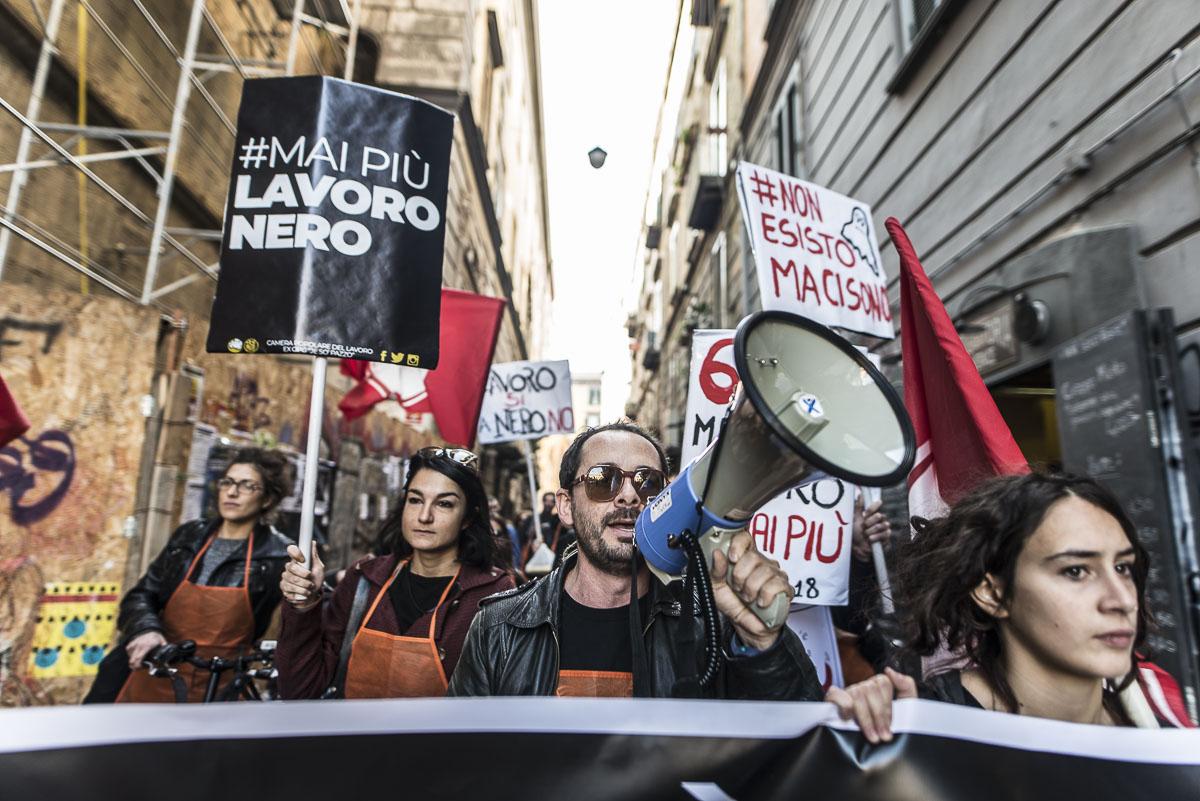 Napoli, la sfilata contro il lavoro nero