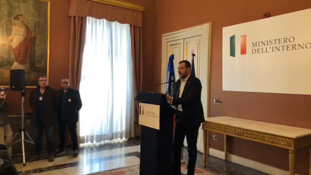 Rifiuti: Salvini propone un termovalorizzatore in ogni provincia campana, scontro con Di Maio