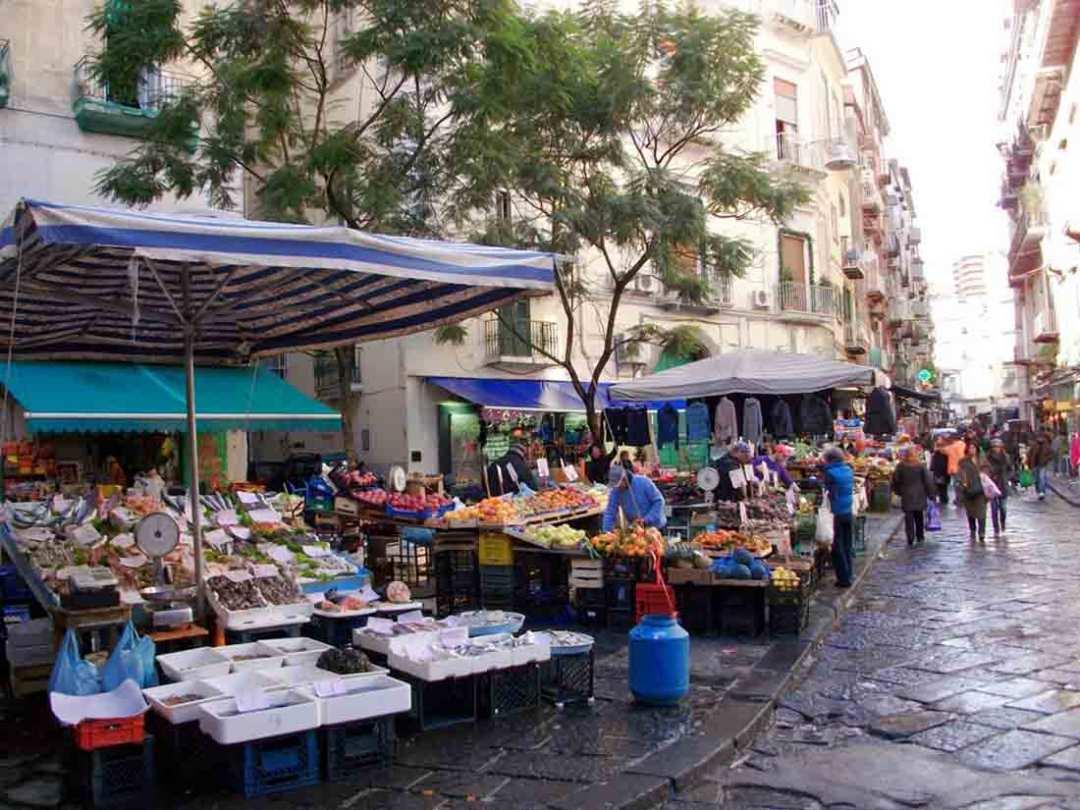 Napoli: salumiere colto da infarto durante rapina, 46enne si è presentato alla Polizia