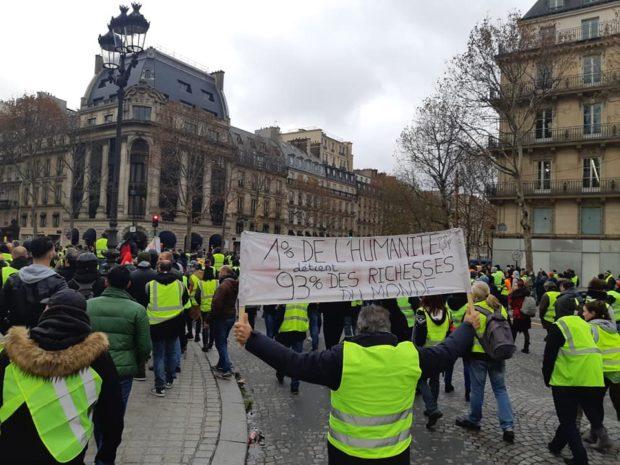 Francia: In atto un'insurrezione popolare, ecco cosa chiedono i 'gilet gialli'