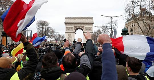 Francia, altro sabato di resistenza: 200 mila in piazza per la giustizia sociale
