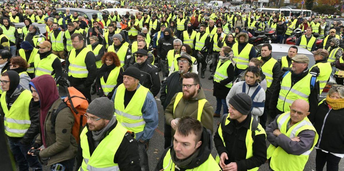 Francia:  governo travolto dalla lotta popolare sospende aumenti tariffe carburanti ed elettricità