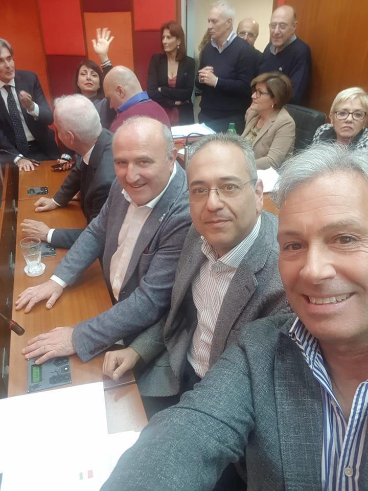 Napoli, occupata l'aula del consiglio comunale