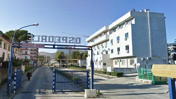 Caserta, Ospedale Sant'Anna: paziente legata al letto, impregnata di urine