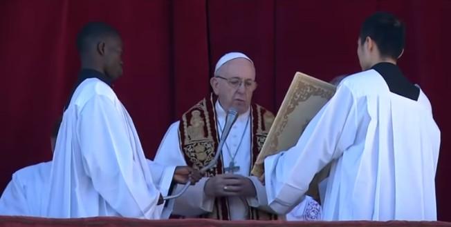 """Papa Francesco, Natale di fraternità: """"Siamo tutti fratelli, le differenze una ricchezza"""""""