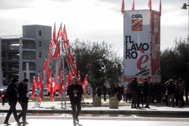 """Cgil, la sinistra radicale: """"Accordo Landini-Colla è un patto delle burocrazie"""""""