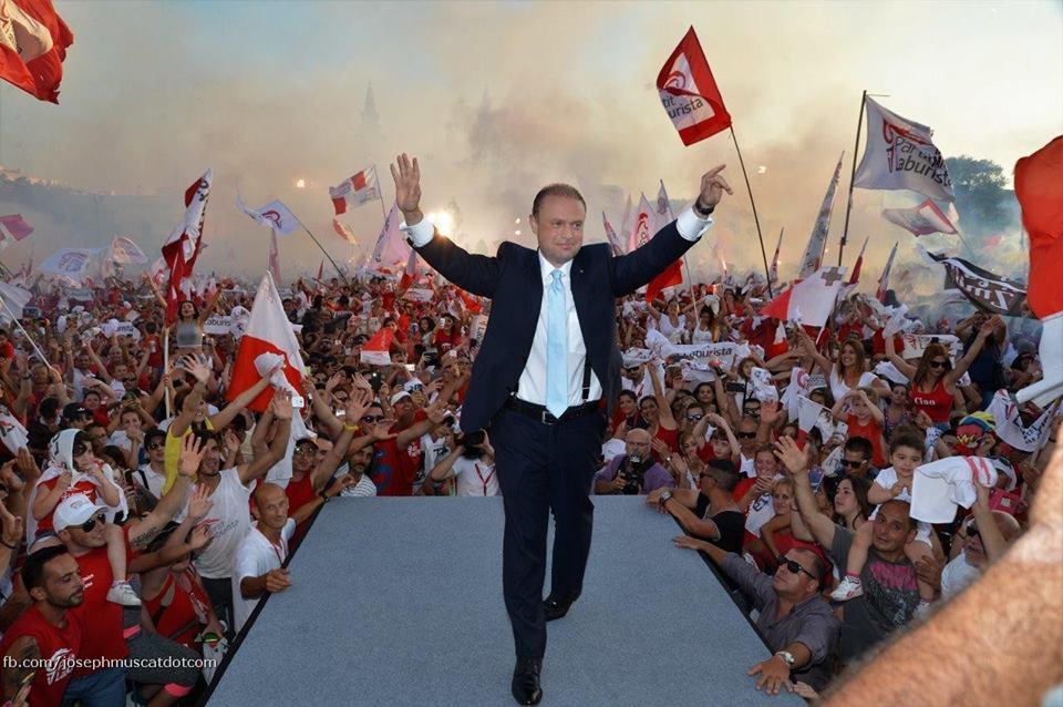 """Capo del governo di sinistra di Malta non vuole i 49 migranti: """"Non sono Babbo Natale"""""""