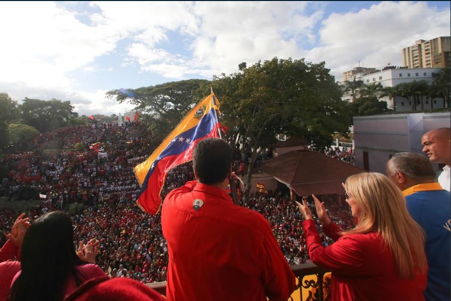 """Venezuela, presidente Maduro marcia con i soldati: """"Uniti contro l'aggressione imperialista"""""""