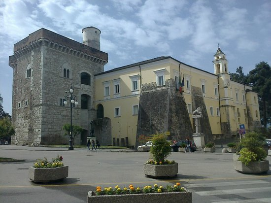 Benevento, lavoratori Samte occupano Provincia
