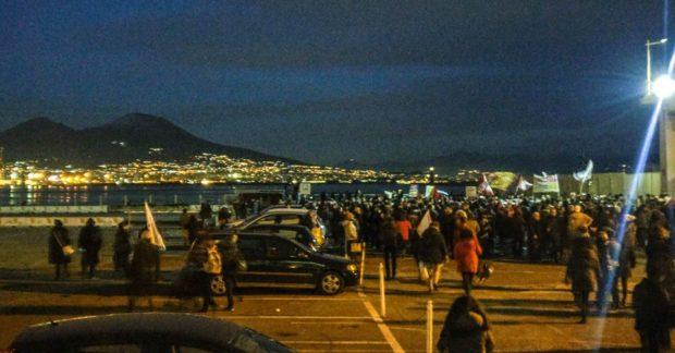 """Napoli, in piazza i centri sociali: """"Siamo tutti migranti"""""""